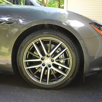 Mobile car detailing - wheel and fender of Maserati